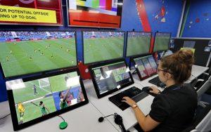 УЕФА измисли как да реши проблема с милиметровите засади