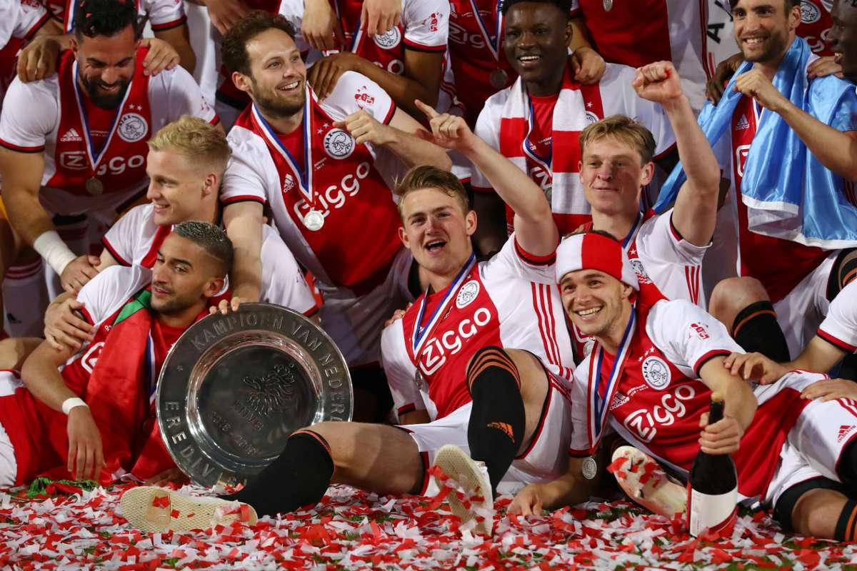 Нидерландия остава без футбол до септември 1