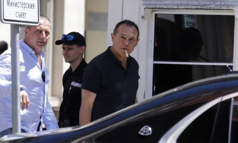 Изненада! Божков прeхвърли акциите на Бойко Борисов 1