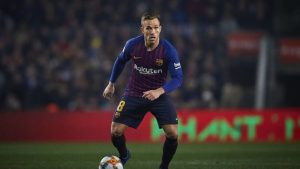 Артур не мисли да напуска Барселона