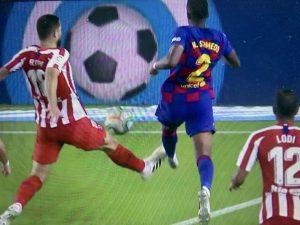 Атлетико Мадрид препъна Барса за титлата в мач с три дузпи