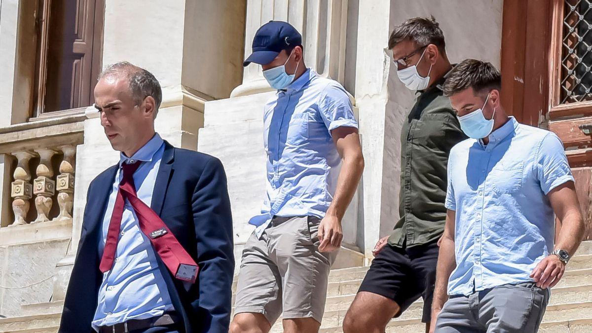 Гръцкият съд обяви Хари Магуайър за виновен по три обвинения 1