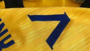 Ценна фланелка на Левски бе продадена за над 2 бона