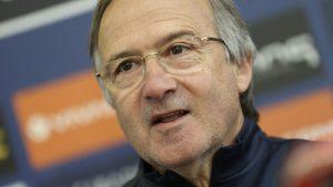 Дерменджиев прие критиките и призова за търпение към отбора