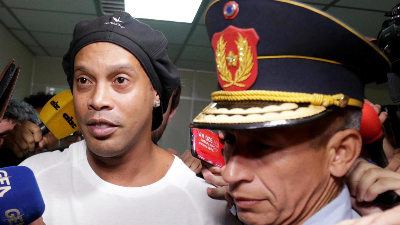 Пратиха легендата Роналдиньо в затвора
