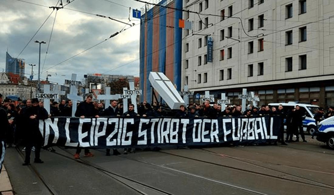 Феновете на Юнион на протест срещу РБ Лайпциг - смъртта на футбола