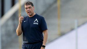 Хубчев е помолил Левски да не води отбора