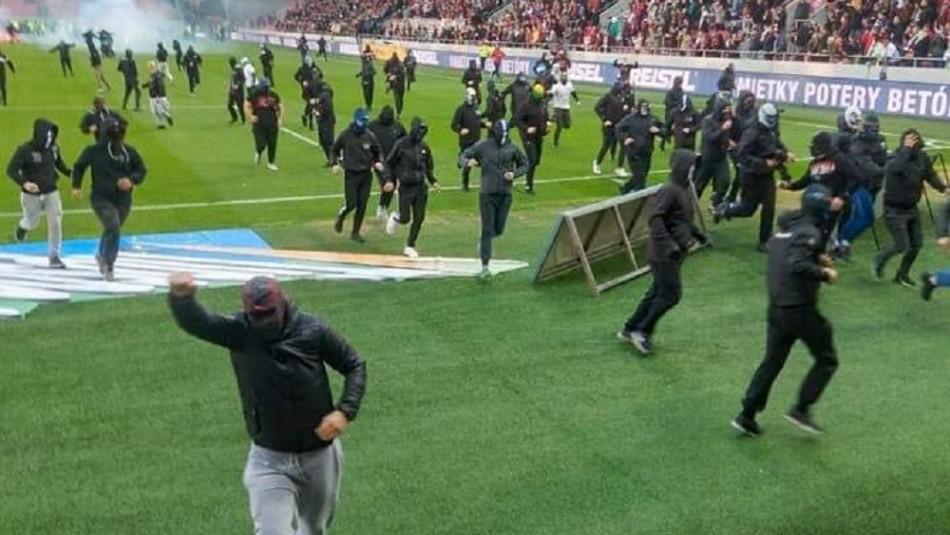 Мач на Божиков в Словакия спрян след масов бой на терена