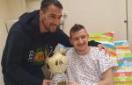 Попето също подкрепи Тодор Неделев, връчи му специален трофей 4