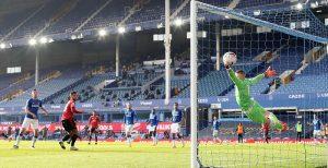 Манчестър Юнайтед спря пропадането след обрат над Евертън