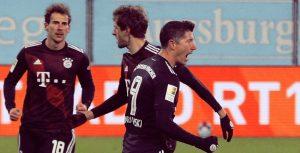 Байерн отново показа колебания, но спечели визитата на Аугсбург