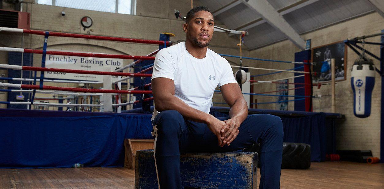 Джошуа дари крупна сума на аматьорския бокс в Британия 1