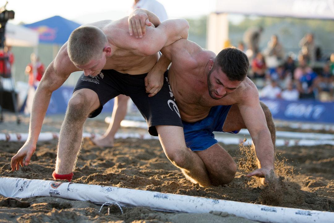 Задава се трети олимпийски стил борба - плажният! 1