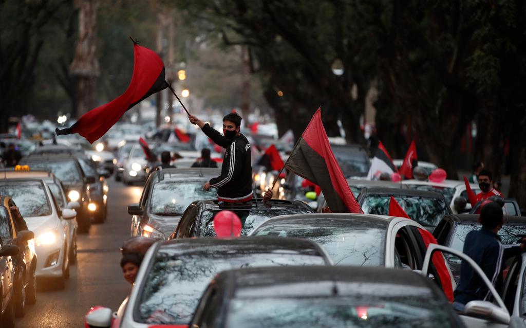 Зрелищен парад в Росарио подкани Меси да се върне у дома 1
