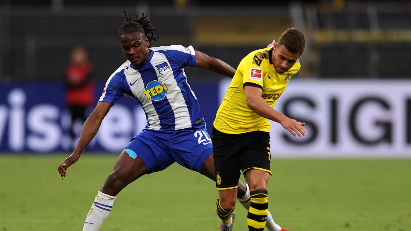 Борусия Дортмунд запази минимални надежди за титлата след успех над Херта 1
