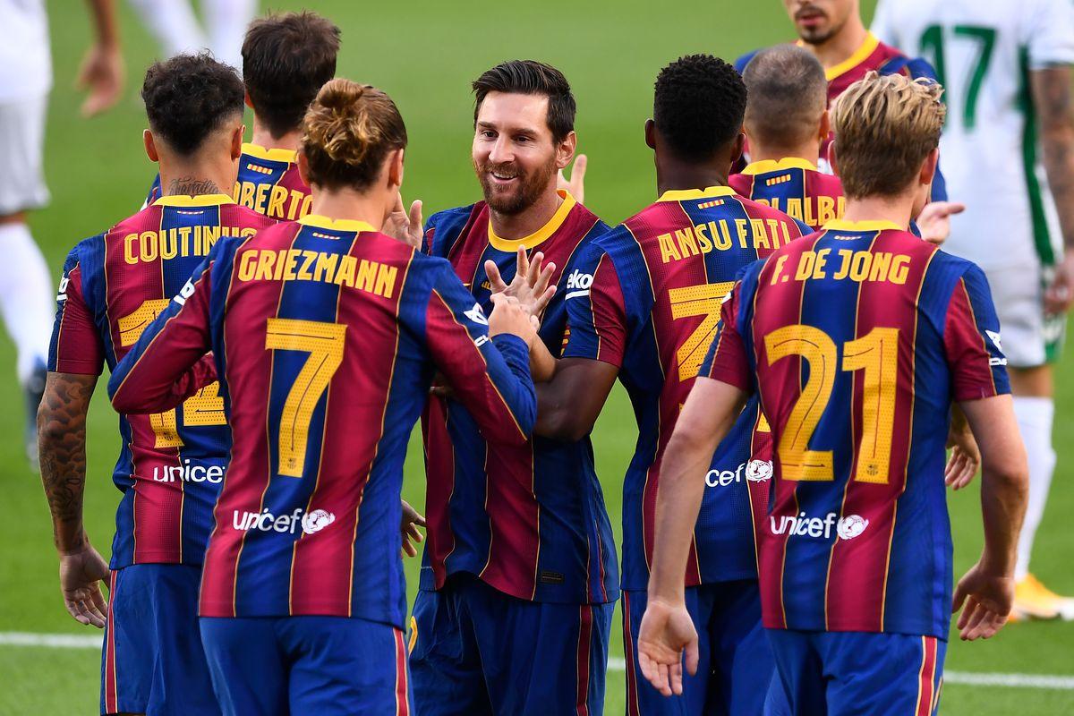 Барселона ще покаже вратата на четирима през януари
