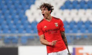 Грандовете на испанския футбол са по петите на уругвайска звезда