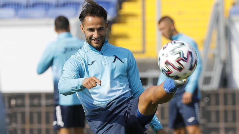 Боби Цонев ще направи повторен дебют за Левски срещу Етър 1