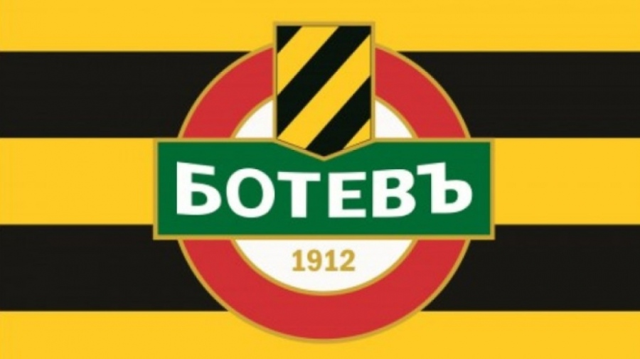 Ботев поиска чужди съдии за баража със Славия 1
