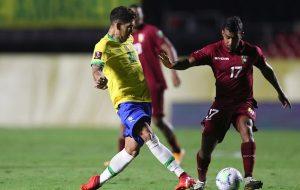 Бразилия продължава без грешка