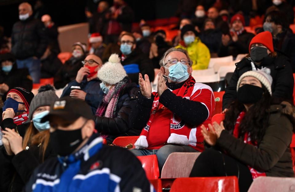 Невероятно: Над 10 000 гледаха мачове на живо в Англия 1