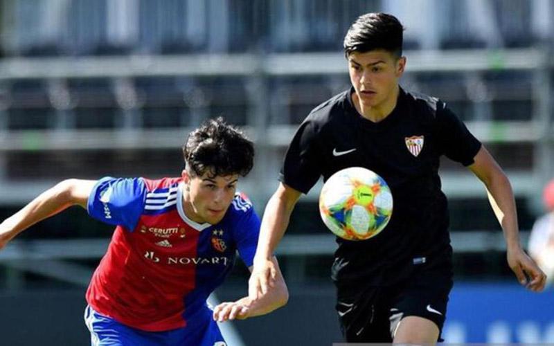 Реал Мадрид и Барса в спор за талант на Севиля 1