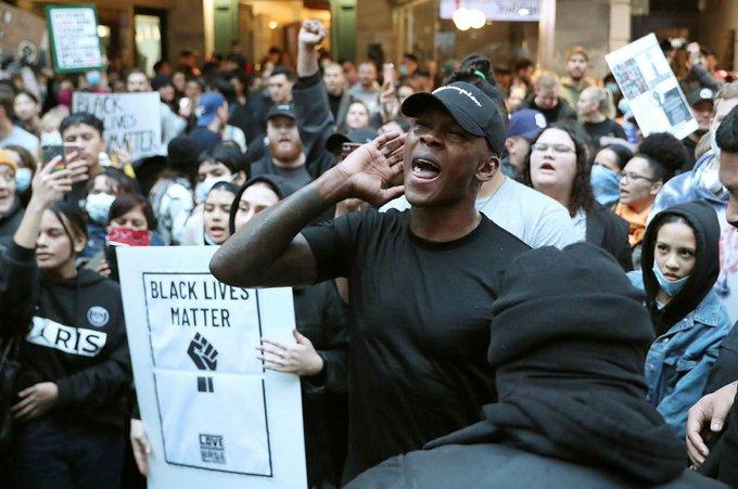 Адесаня протестира срещу смъртта на Джордж Флойд 1