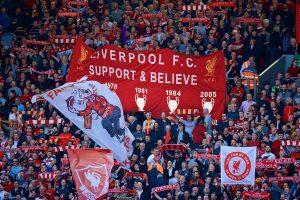 Феновете по стадионите в Англия се завръщат в Лондон и Ливърпул