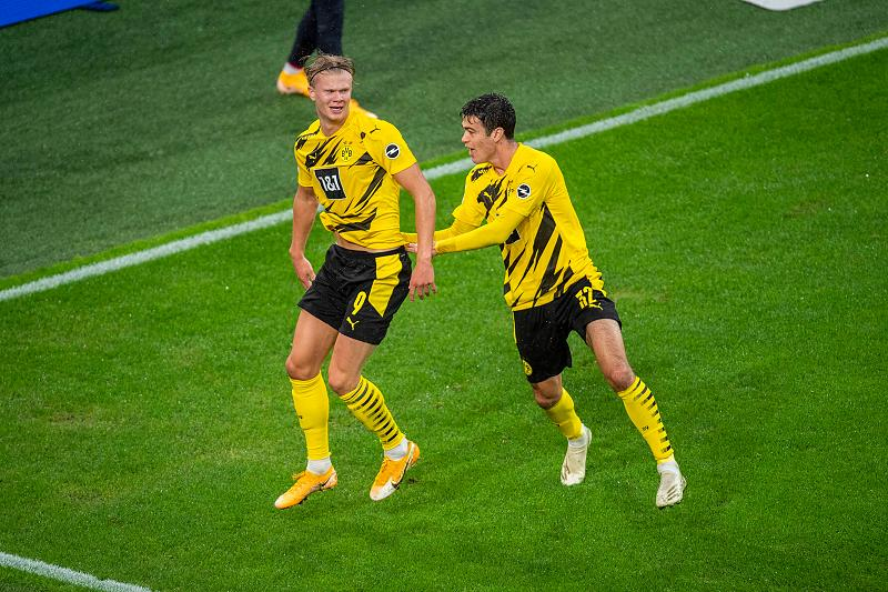 Борусия Дортмунд се върна на победния път с разгром над Фрайбург 1