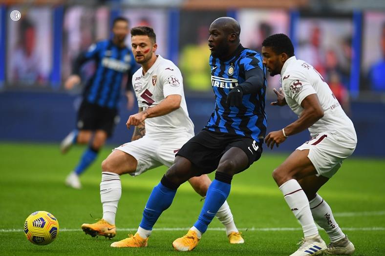 Санчес и Лукаку поведоха Интер към страхотен обрат срещу Торино 16