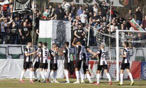 Локомотив (Пд) потегли към нов финал за Купата след категоричен успех над Левски