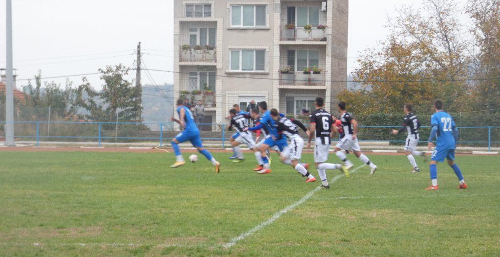Десета победа за Левски (Лом), сломи и Локо (Мездра) 4