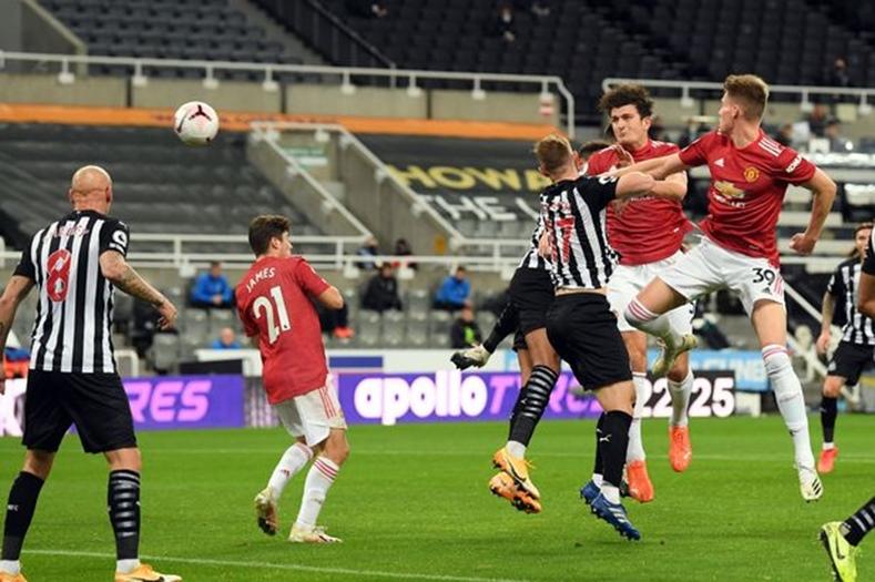 Храбър Манчестър Юнайтед срази Нюкасъл в края на мача 1