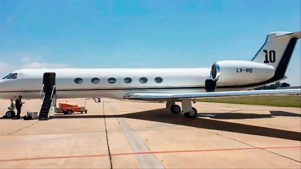 Меси превозва аржентинците, играещи в Европа, със своя самолет 2