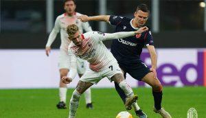 Милан отново не успя на надвие Звезда, но се промуши напред