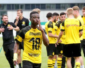 Футболният свят очаква да види Йосуфа Мукоко в игра за Дортмунд