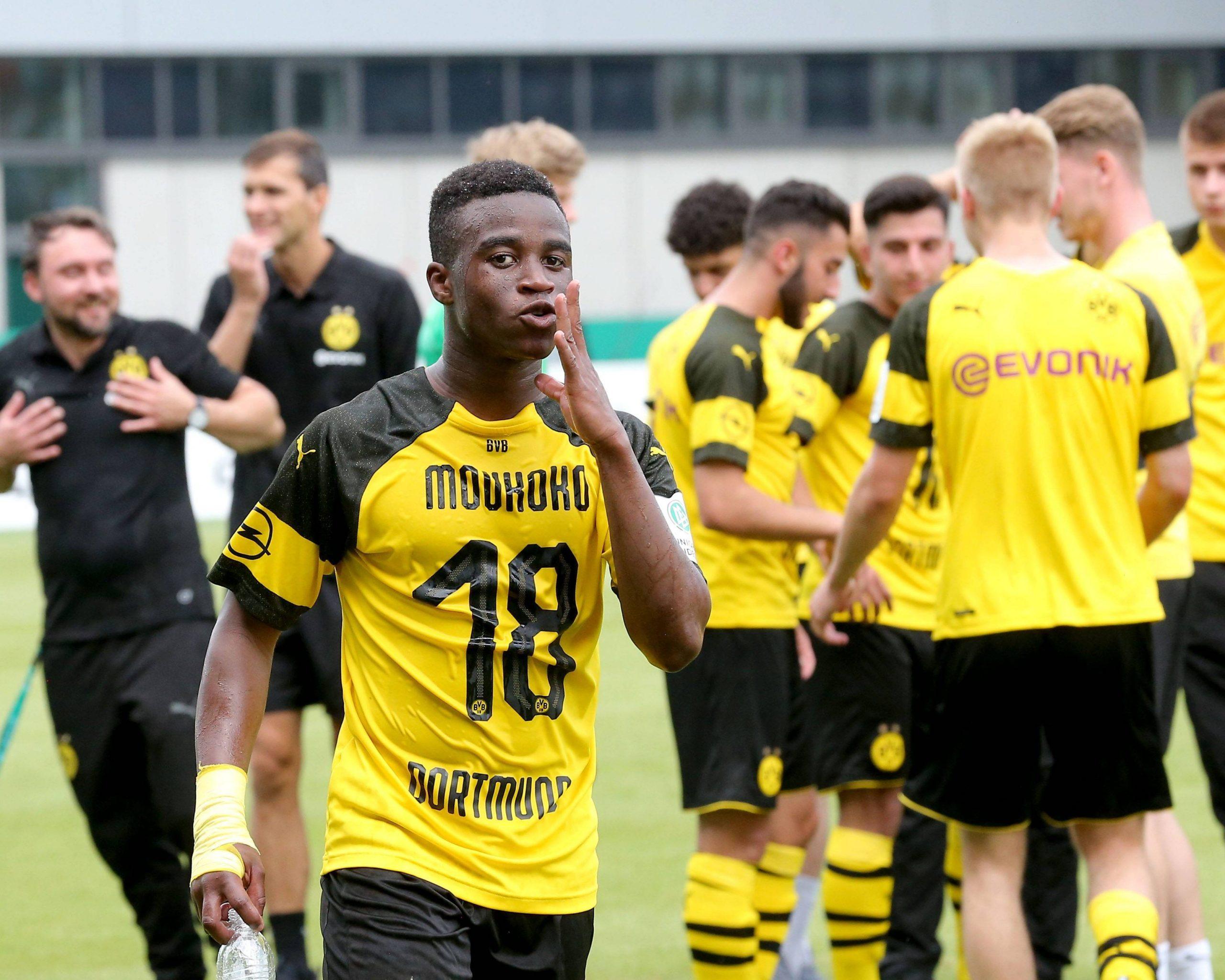 Футболният свят очаква да види Йосуфа Мукоко в игра за Дортмунд 1