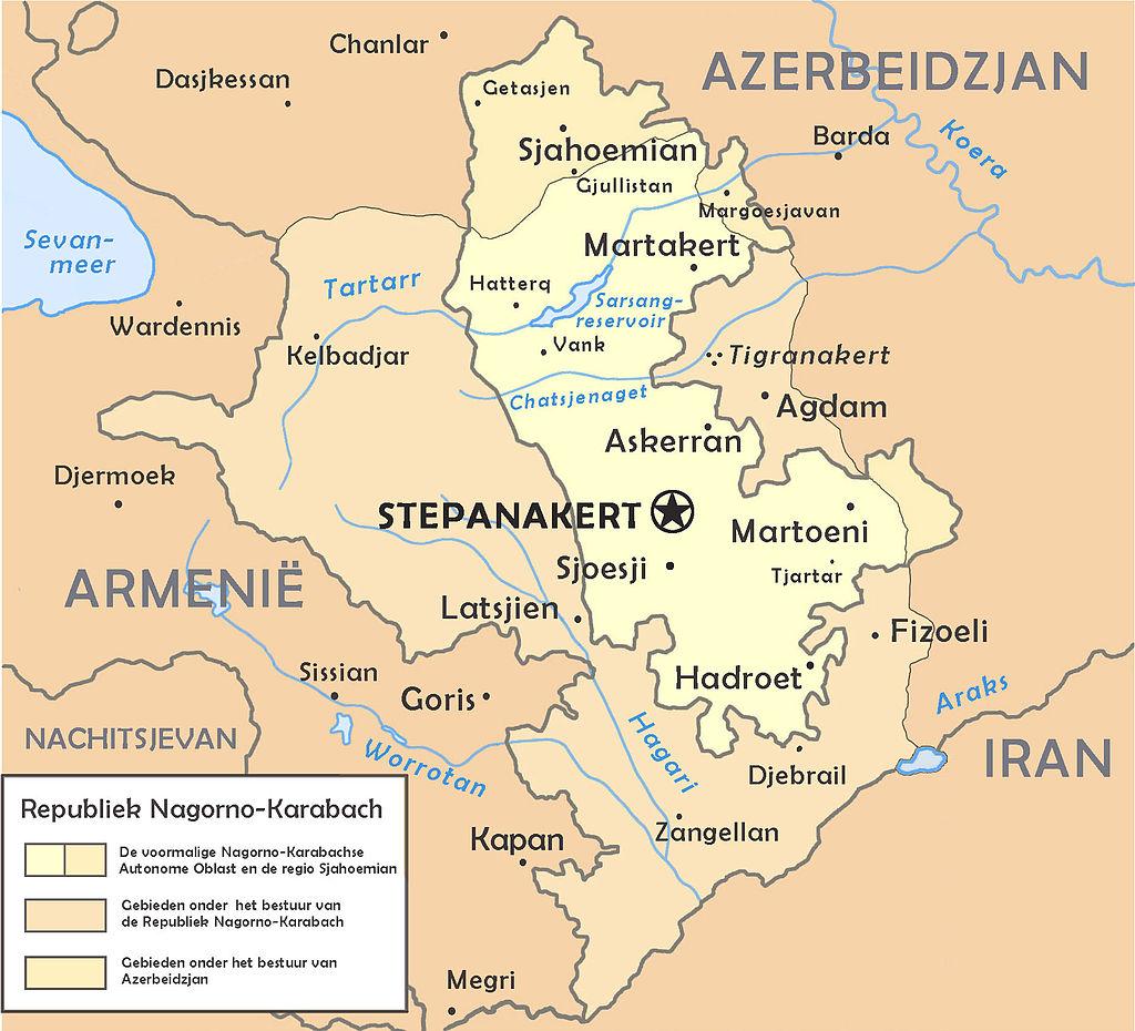 Капитанът на Армения пое към фронта, ще се бие с азерите 3