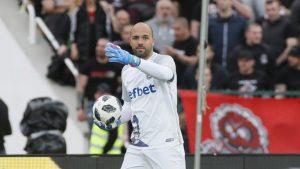 Ники Михайлов получи капитанската лента в Левски
