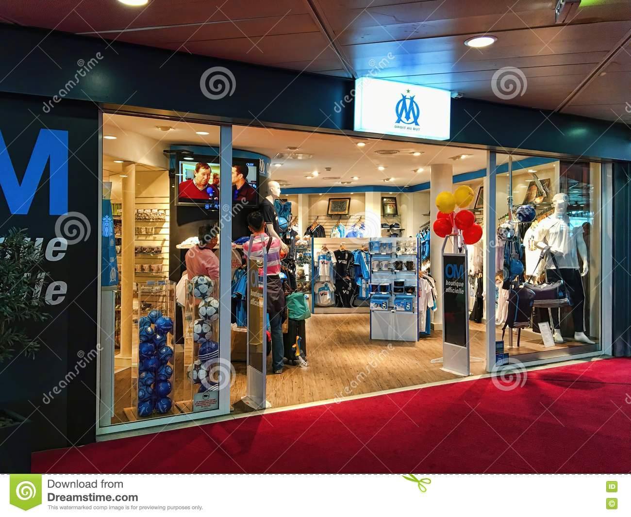 В Марсилия държат особено на чистите обувки (видео) 1