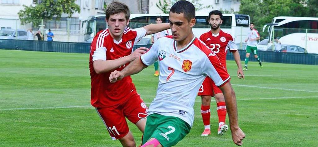 Юноша на Еспаньол тренира с Левски, Божинов също 1